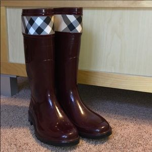 Burberry maroon rain boots size 7